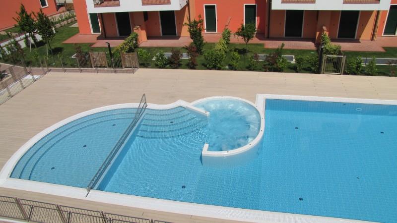 Piscina terrazza disegno : Residence I Gelsomini a Cavallino (Venezia) - Foto - Appartamenti a ...